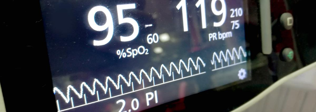 closeup-screen-and-display-of-measuring-oxygen-picture-id1020930620.jpg